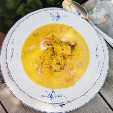 Underbart värmande fisksoppa till kalla dagar. Denna saffranskryddad fisksoppa är enkel att laga, och smakar fantastiskt. Här hittar du receptet.