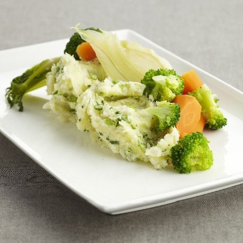 Aardappelpuree met koolvis en gestoomde groenten