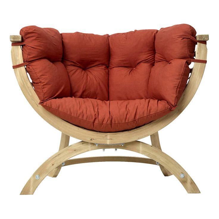 Denna stol är idealisk att koppla av i.  Utrustad med en stor mjuk kudde som gör den riktigt trevlig att sitta i. Stolen är en vacker möbel såväl ute som