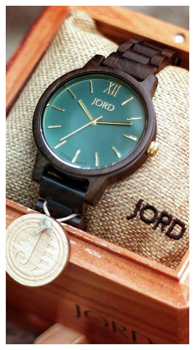 Ready for our close up | Photo @bcch of IG | Find the watch, our Frankie Dark Sandalwood & Emerald at woodwatches.com - free shipping worldwide!