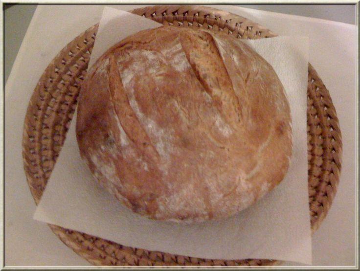 upečený chléb pšenično-žitný z chlebového kvásku / bez droždí /