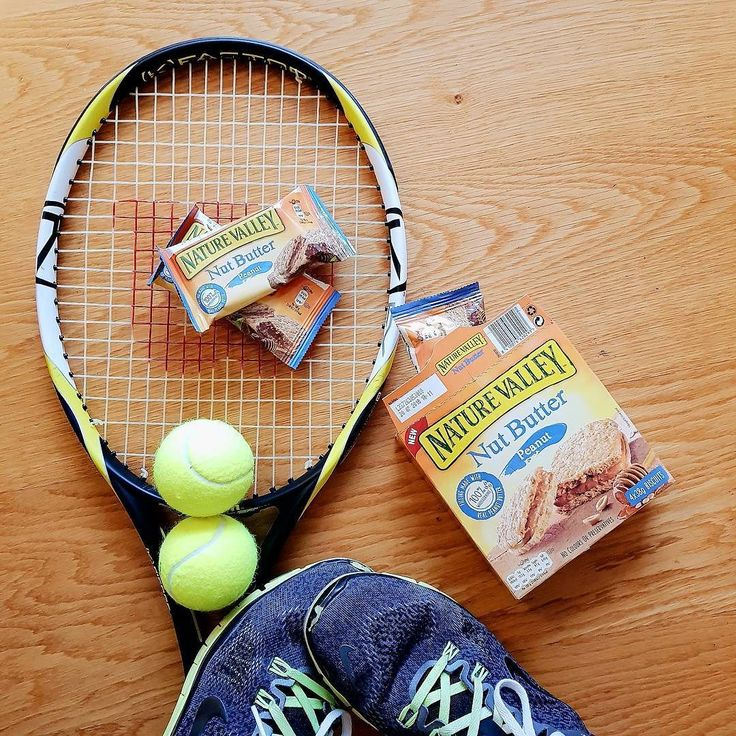 Ready. Set. Match. I've somehow even managed to match the colours with my Nut Butter snack from @naturevalley.uk!  Remember that Nature Valley will be bringing British Tennis number 1 Joanna Konta and ex Wimbledon champion Pat Cash to relive the iconic match of Billy Jean King and Bobby Riggs on the 17 November at Westfield Shepherd's Bush at 1pm!  I'm going to be attending and will share all the action on Stories and my #potd! #ad #Battleofthesexes #TheCourtIsYours