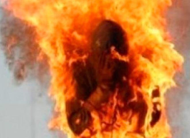 vicdansız baba 15 yaşında kızını diri diri yaktı!