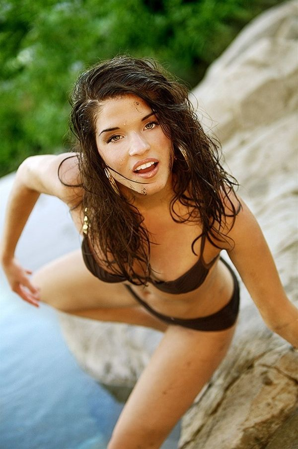 Marie Avgeropoulos | W...