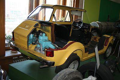 Fiat 126p w niezupełnie pełnej okazałości.