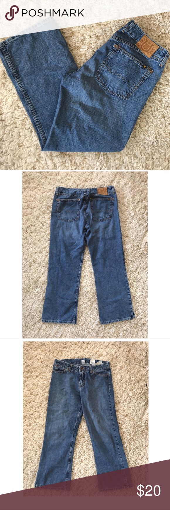 """Lucky Brand Dungarees Jeans Women's Size 4 / 27 True waist is 28"""" In good used condition  Lucky Brand Dungarees Jeans Women's Size 4 / 27 Wild Child Inseam 23 Crop  Length top to bottom 31"""" Lucky Brand Pants Ankle & Cropped"""