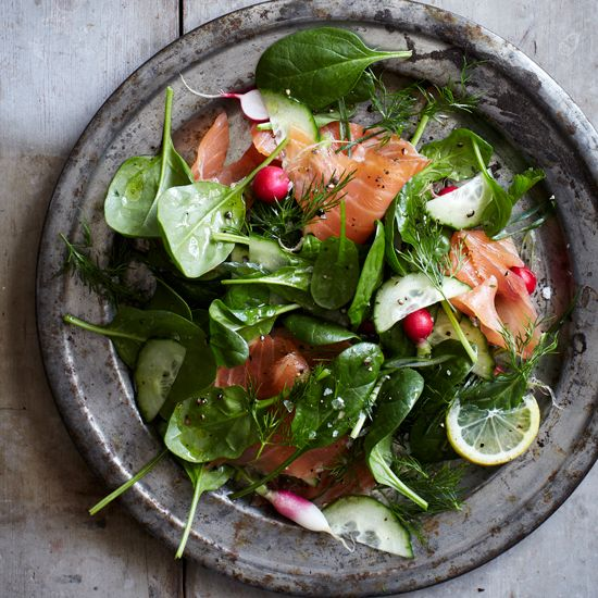 Spinach and Smoked Salmon Salad with Lemon-Dill Dressing | This refreshingly crunchy, tangy salad makes for an excellent spring lunch or super quick dinner.