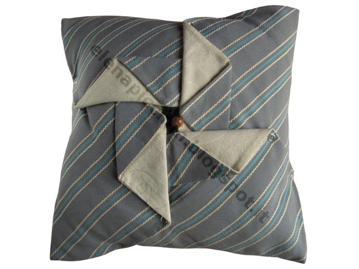 Homerigami collection: cuscino GIRANDOLA azzurro e panna - design: Elena Piccinin
