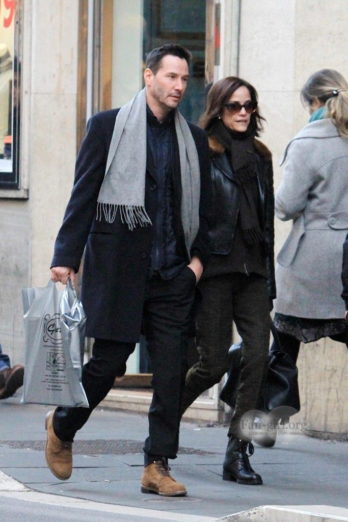 On holiday in Rome with his sister. Good for him--finally taking a day off! (chicfoo) keanu