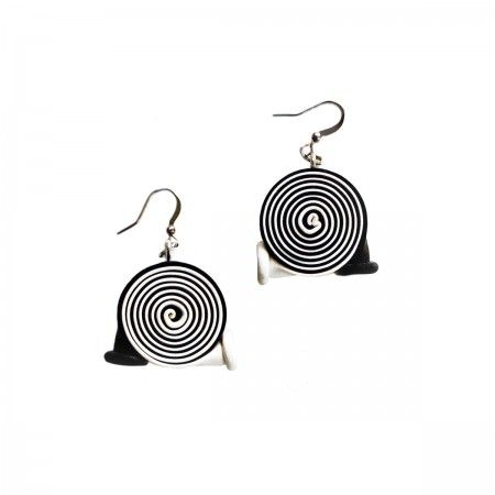 Earrings with rolled bicolor baloons. In this collection, the latex found its leading role and its final and durable destination as it could never happen in reality.