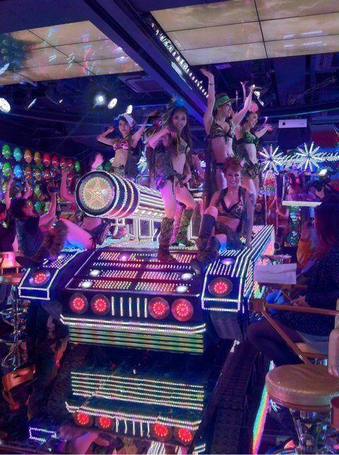 歌舞伎町に総工費100億円の巨大ロボレストランがオープン : ギズモード・ジャパン    (via http://www.gizmodo.jp/2012/07/100_25.html )