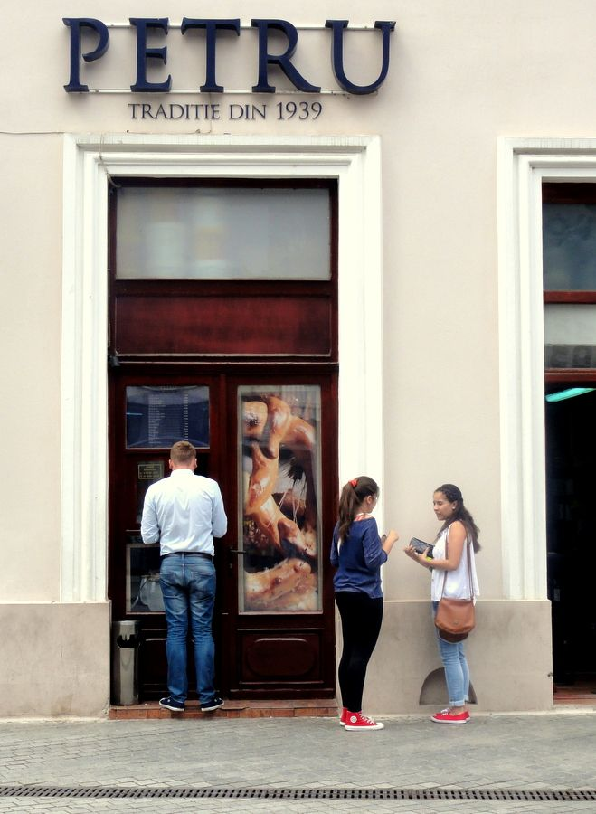 The bakery take-away window at Calea Republicii in Oradea.
