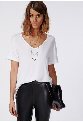 Update your wardrobe staples with this chic V neck boyfriend t-shirt. Its loose fit, soft jersey fabric and V neck style makes this a winning piece to create an effortless, laid back style. Keep it simple and team with your fave skinnies an...