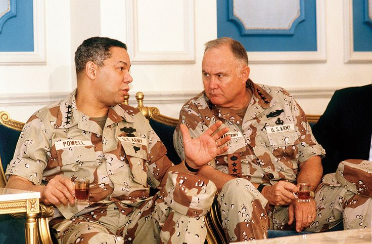 General Norman H. Schwarzkopf, Commander, U.S. Central Command, consults with Chairman of the Joint Chiefs of Staff General Colin Powell regarding allied military coalition during Operation Desert Shield, July 18, 1990 (DOD/H.H. Deffner)