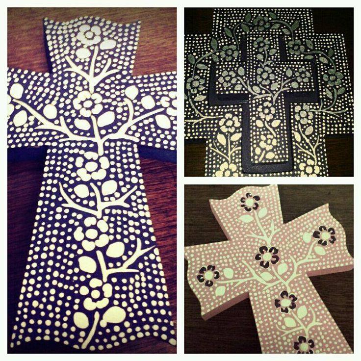 cruces de madera pintada a mano