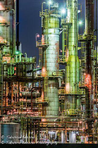 近未来を連想させる「工場夜景」の美しい4作品 非日常性が魅力的