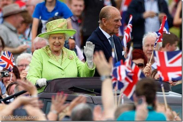 """La Reina Isabel le pidió a los escoceses que """"piensen bien"""" antes de votar - http://www.leanoticias.com/2014/09/15/la-reina-isabel-le-pidio-a-los-escoceses-que-piensen-bien-antes-de-votar/"""