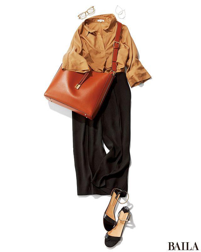 襟元がすっきりしていて涼しげに見えるスキッパーシャツなら、こっくり色でも夏映え力満点! ブラックのとろみパンツできゅっと印象を締めれば、すらりと細身えを叶えつつ、クールな印象になります。あとは、涼やかなサンダルを加えるだけで清涼感のあるビジネススタイルに。さらに知的印象を高めたい・・・