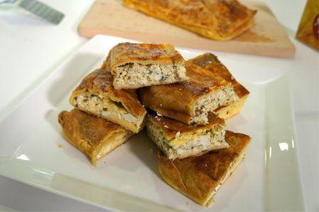 Μια πολύ εύκολη Μυκονιάτικη τυρόπιτα, με το τοπικό τυρί Μυκόνου τη 'τυροβολιά', κρεμμυδάκια και άνηθο. Μια τυρόπιτα με ιδιαίτερη, αλλά υπέροχη γεύση, που σ