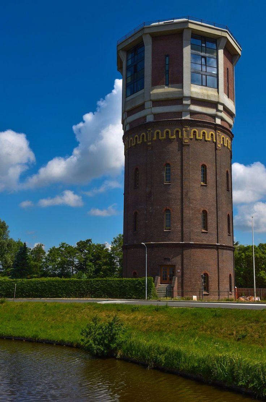 Watertoren Assendelft  Hoogte 41,85 m Inhoud 1200 m³ Architect(en) D. de Leeuw. Huidiggebruik kantoren (foto Alex Keus)