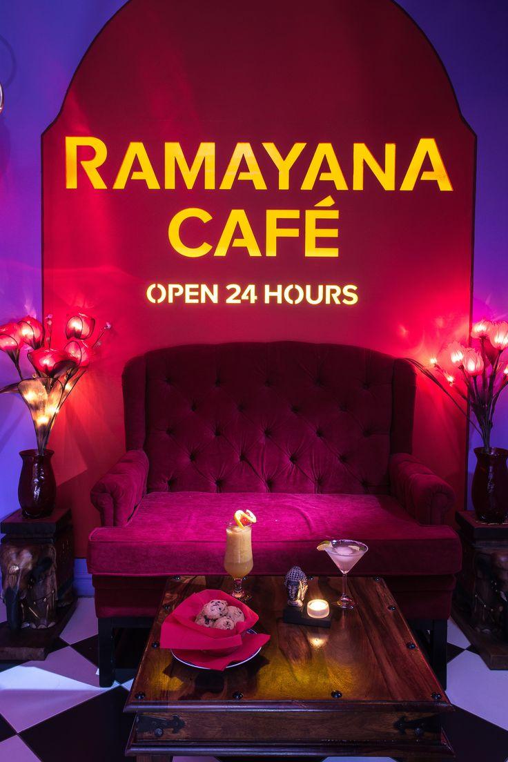 Cele 7 saloane diferit decorate sunt ideale pentru întâlniri romantice, ieșiri în grup cu prietenii, dar și petreceri sau evenimente private, precizează reprezentanții cafenelei. Cafeneaua este deschisă non stop, o premieră în zonă pentru un local de acest tip.