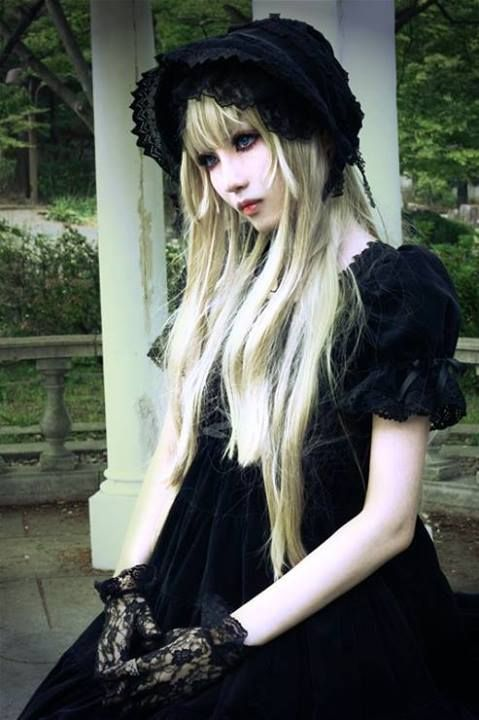 Kuro Lolita - doll like. more gothic on the eyes