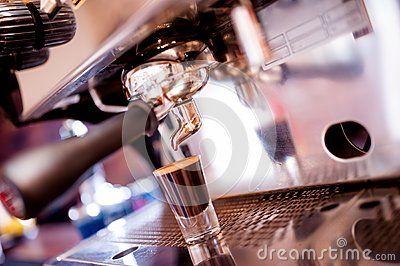 Машина эспрессо делая специальный кофе