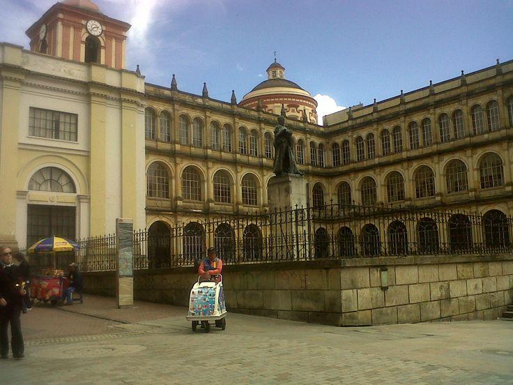 Antiguo Colegio de san Bartolomé, fundado en 1604. Plaza de Bolívar, Bogotá.