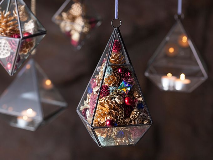 「サンジョルディフラワーズ」が贈るクリスマスギフト - ガラスに花を詰め込んだクリスマスツリーの写真18