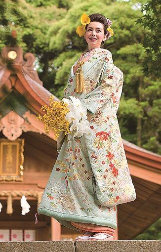 淡い水色が澄んだ空気のような優しい印象 ♡花嫁衣装 色打掛 パステルの参考一覧♡