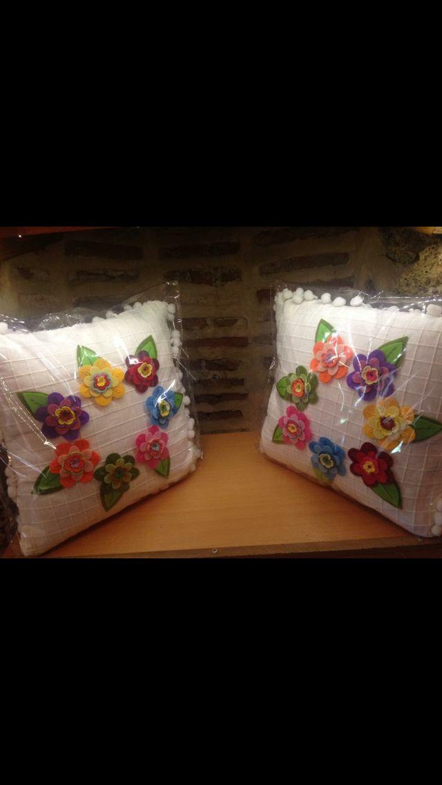 Keçe çiçekli yastıklar Balibey han No:26 Bursa
