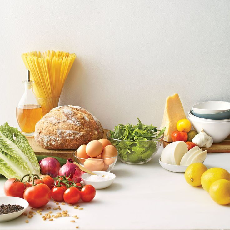 Headed to a beach house rental for the week? Conquer the empty kitchen cabinets and fridge with our smart list of 20 ingredients that quickly make up five fab meals.