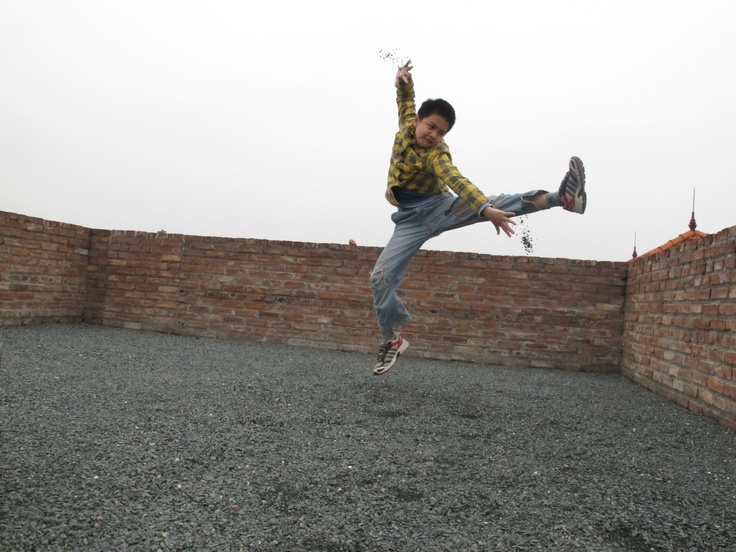 kungfu boy on the Dry garden