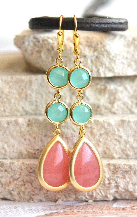 Cuelga los pendientes de Coral Rosa y Aqua. por RusticGem en Etsy
