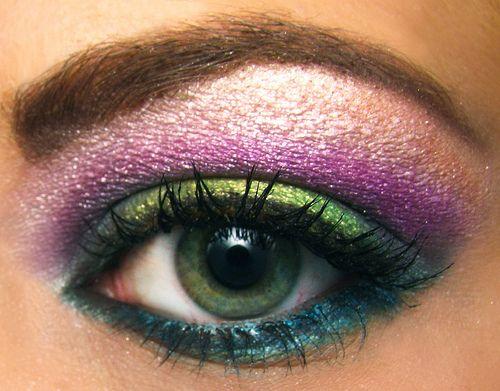 Peacock explosion.: Colors Combos, Dramatic Eye, Eye Shadows, Rainbows Eyeshadows, Makeup Eye, Green Eye Makeup, Eyemakeup, Makeup Design, Peacock Colors