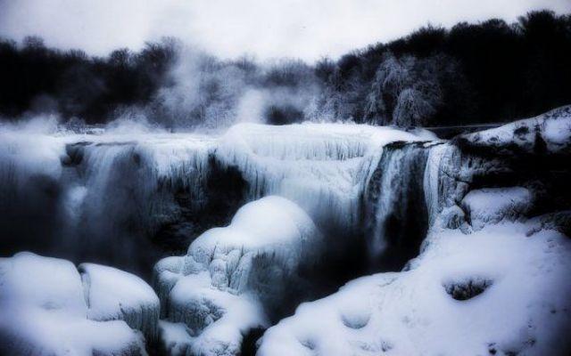 Le cascate del Niagara tornano a ghiacciarsi due mesi dopo #foto #cascate #del #niagara #gelo #freddo