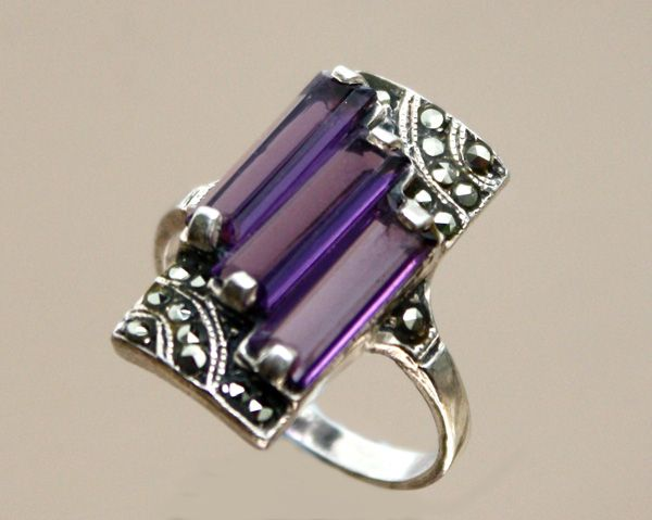 An Art Deco style 925 silver, amethyst and marcasite ring.