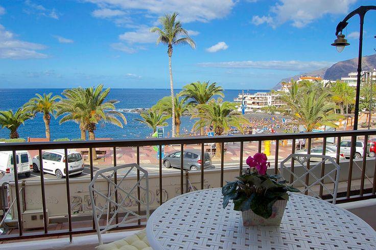 Description: Eersteklas ligging met zicht op zee Het succes van het Playa de la Arena Beach appartementen ligt met zekerheid aan de ligging zo langs de gezellige strandboulevard van Puerto de Santiago. Ben je wel te vinden voor een beetje gezellige drukte in tegendeel wil je er met volle teugen van meegenieten zonder er al te veel voor te moeten doen dan is het Playa de la Arena Beach appartement precies wat je zoekt.  Gezellig appartement met 3 slaapkamers en maar liefst 2 balkons Het…