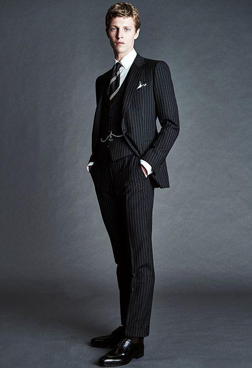 タキシードブランドTomFordは縦ストライプの細身タイプのタキシードがおすすめ。黒の新郎衣装の参考一覧☆
