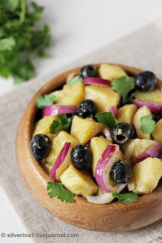Просто, сытно и вкусно. Ингредиенты : Картофель 500 г, маслины 0,5 банки, каперсы 1 ст.л., салатный лук 0,5 шт., соевый соус 1 ч.л., горчица острая 2 ч.л., уксус белый винный 1…