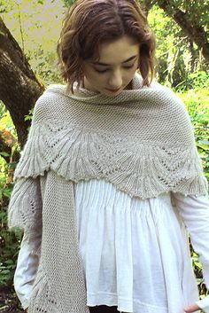 Caroling Cape Knitting Pattern : 17 Best images about Golas/Gorros... on Pinterest Free pattern, Ravelry and...