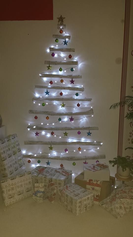 Hier mal ein etwas anderer Weihnachtsbaum aus gesammelten Ästen. :) Super Idee für alle, die nicht so viel Platz haben für einen echten Weihnachtsbaum :-D