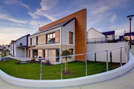 Conscient de notre responsabilité de constructeur des maisons de demain, nous avons investit dans la recherche de l'amélioration du mode de construction global pour en arriver à la construction de notre maison passive en Loire atlantique.