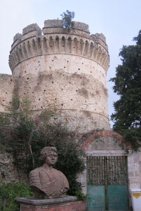 Castello Aragonese, Belvedere Marittimo with portrait-bust of King Ferrante I of Naples