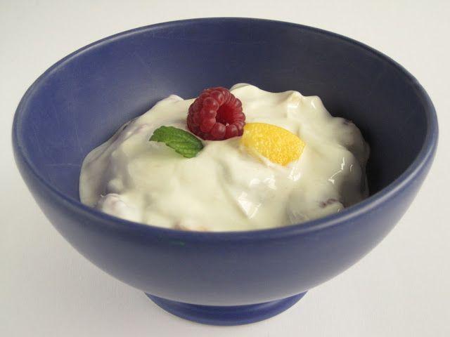 yaourt au framboise: Je vous présente une recette super facile. c'est du yaourt parfumée au framboise avec le minimum des ingrédients. vous serez évidement en besoin de la machine à yaourt pour faire réussir votre réalisation du yaourt. n'hésitez pas a essayer cette recette magique: