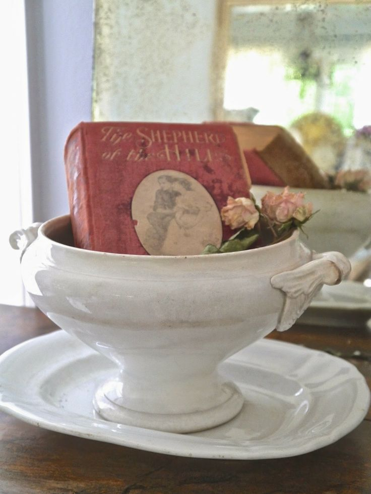 Chateau Chic - Pretty vintage Book in French Compote