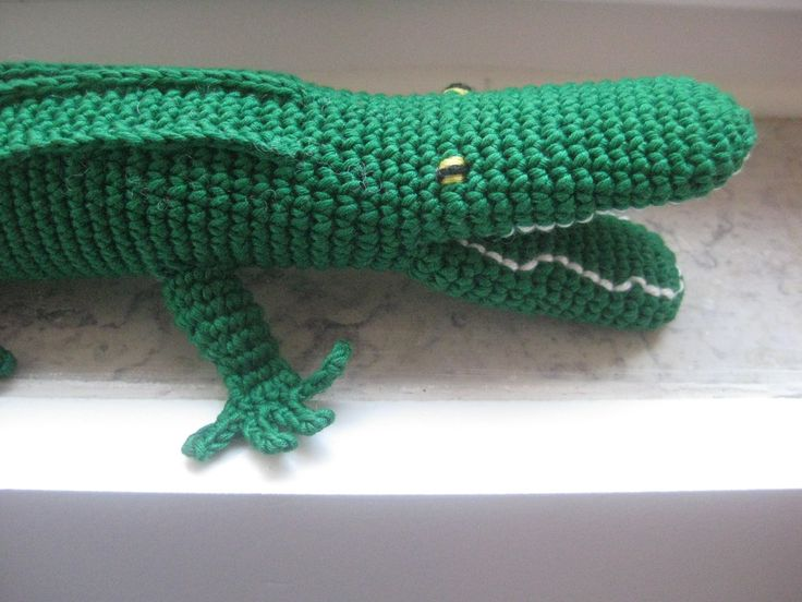 handmade crocodile (crochet) https://www.facebook.com/Biscoitos.handmade/photos/a.1671204626500140.1073741831.1648132372140699/1734453793508556/?type=3&theater