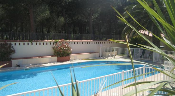 Plage des Pins Argelès-sur-Mer Just 50 metres from Mediterranean beaches, Plage des Pins is set at the edge of a pine forest in the seaside town of Argelès-sur-Mer. A heated, outdoor swimming pool, free Wi-Fi in the lounge and free private parking are provided.
