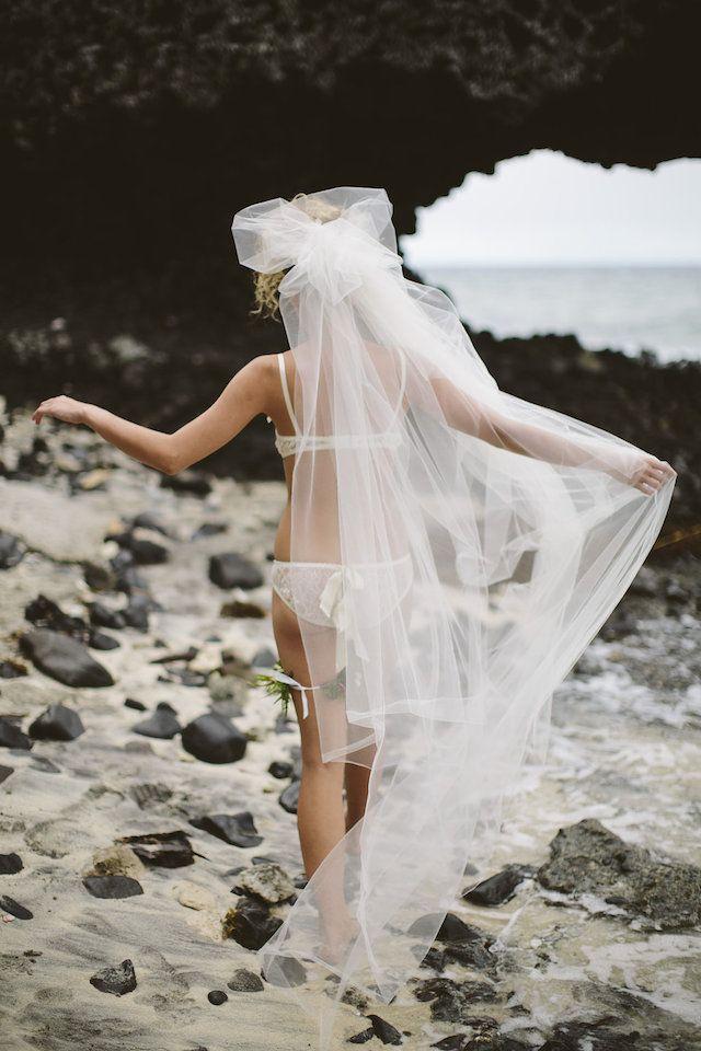Fiji honeymoon boudoir shoot | Leezett Photography and Bula Bride | see more on: http://burnettsboards.com/2014/08/honeymoon-boudoir-shoot-fiji/
