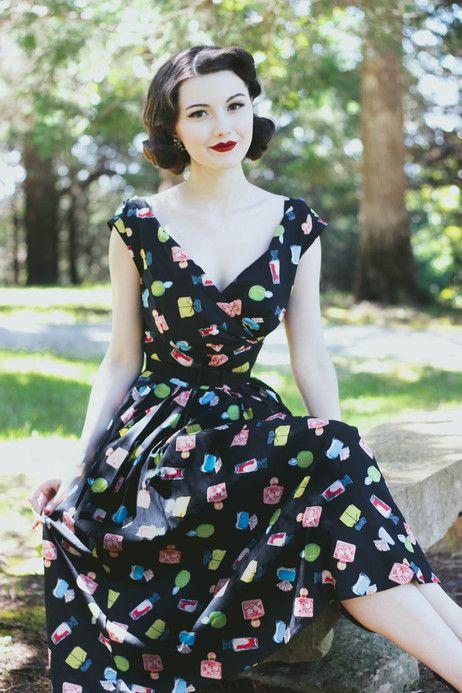 #vintageinspired #noveltyprint #blackdress #retro